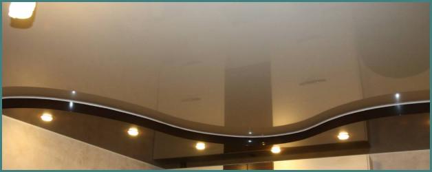 Двухуровневые натяжные потолки для зала и кухни, фото с идеями