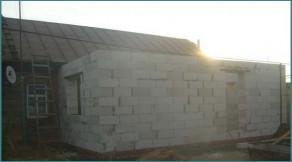 Как сделать пристройку из пеноблоков к деревянному дому. Фото и видео-1
